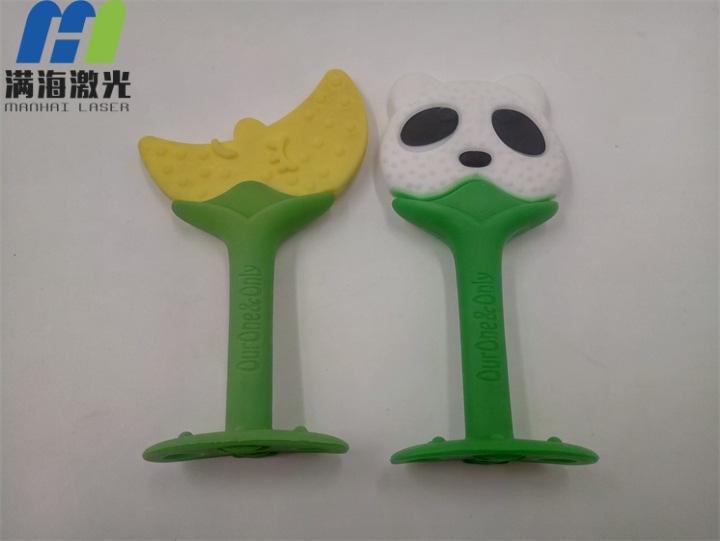 硅胶类儿童磨牙棒激光刻字