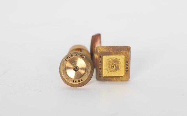 纯铜袖口钮激光雕刻
