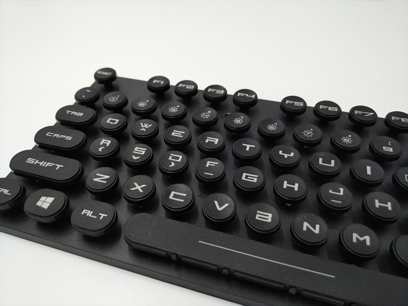 塑胶电脑键盘激光刻字